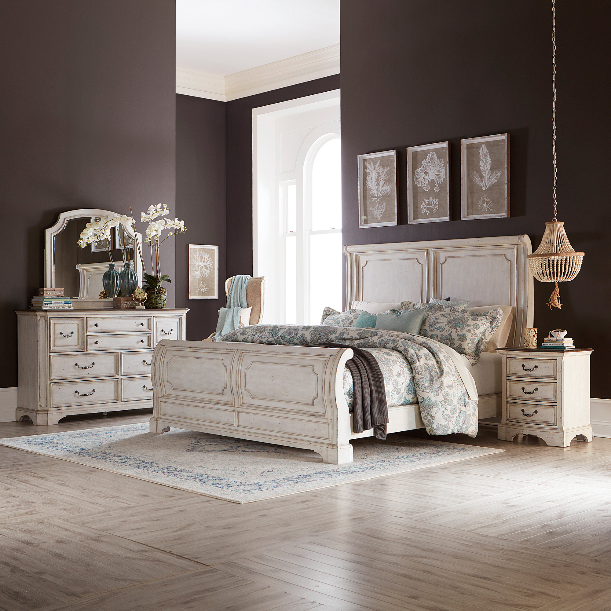 Liberty Furniture | Abbey Road White King 4 Piece Sleigh Bed Package