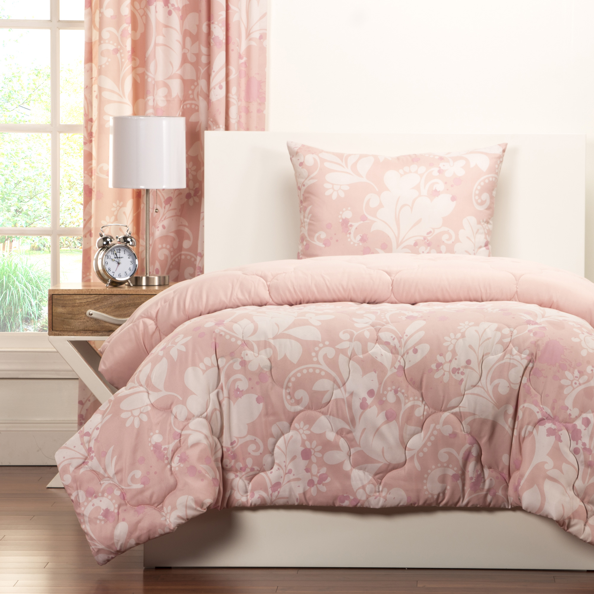 Sis Enterprises | Crayola Eloise 3 Piece Full/Queen Comforter Set | Pink