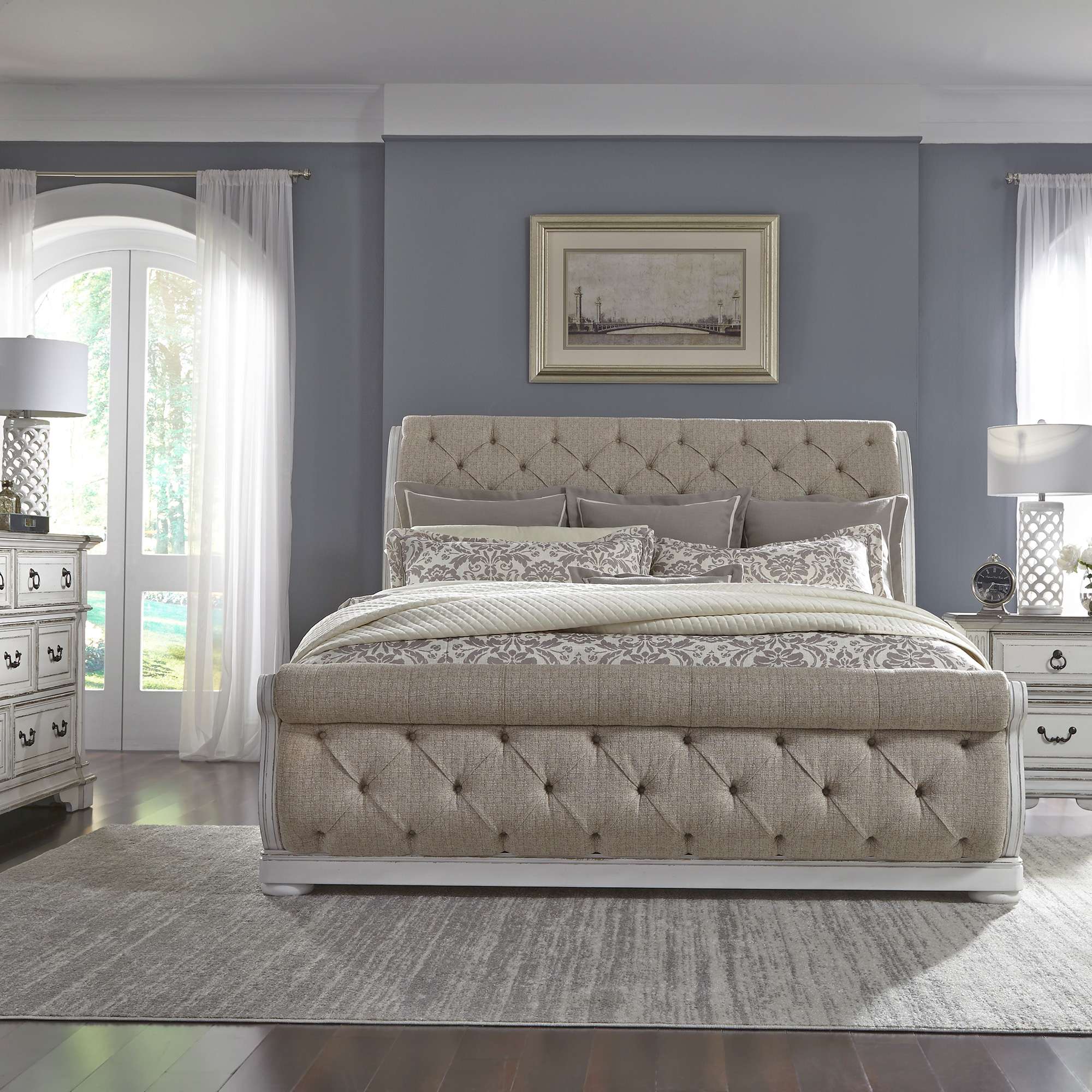 Liberty Furniture | Abbey Park White Queen 4 Piece Upholstered Sleigh Bed